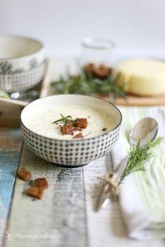 Alles und Anderes: Eine cremige Käsesuppe mit selbstgemachten Rosmarin-Croutons und ein paar Worte über das miese Fotowetter