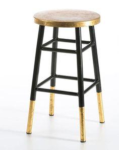 Taburete de metal negro y dorado. http://abitaredecoracion.com/mobiliario/taburete