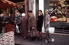 1995, Boulogne-Billancourt, France, queue