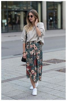 20 Spring Outfits Women With Sneakers And we've got you covered in the inspiration department. These 20 spring outfits women with sneakers will have you ever ever wishing for the flowers to bloom. Let's check out some trending looks. Floral Skirt Outfits, Casual Skirt Outfits, Modest Outfits, Modest Fashion, Skirt Fashion, Casual Ootd, Diy Outfits, Woman Outfits, Casual Skirts