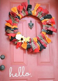 I made a fun and colorful bandana wreath for the summer and I loved how easy it was to make and how nice it looked! So for the fall, I decided to make a quick a…