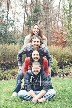 Next christmas card idea photo adult family poses, family picture poses, fun family photos Adult Family Photos, Funny Family Photos, Funny Christmas Photos, Family Christmas Pictures, Fall Family Photos, Funny Pictures, Blended Family Pictures, Boy Pictures, Family Portrait Poses
