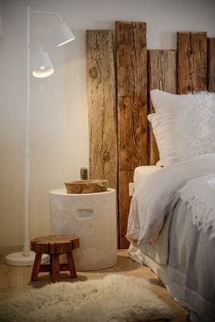 Wabi Sabi, Rustic Furniture, Bedroom Furniture, Bedroom Headboards, Custom Headboard, Headboard Ideas, Design Furniture, Furniture Ideas, Home Bedroom