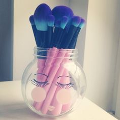 Shop bold, beautiful and cruelty free synthetic makeup brushes in bautiful colours at www.spectrumcollections.com