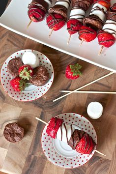 Make these Strawberry Brownie Kabobs in just 5 minutes.