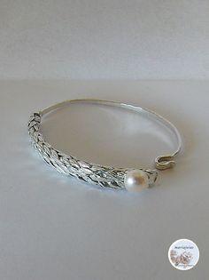 Silver bracelet with freshwater pearl, Mariajóias Cristina Amaro https://www.facebook.com/Mariajoias-Cristina-Amaro-617451391649626/