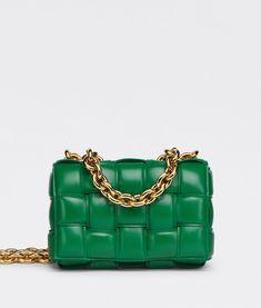 Women's Chain Cassette in Lavender | Bottega Veneta® CA Cuir Nappa, Cassette, Luxury Bags, Bottega Veneta, Purses And Handbags, Leather Crossbody Bag, Chain, Tote Bag, Chanel Purse