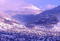 """Se volete cenare in un ambiente rustico e """"montano"""", prenotate a una delle tante Baite sulle piste da sci di Bormio, per la più tipica delle cene valtellinesi a base di pizzoccheri, polenta, porcini e lardo. http://www.romanticoweekend.blogspot.it/2014/08/Bormio-Terme.html #bormio #sci #viaggi #montagna #italy #italia #lombarida"""