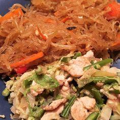 Poulet au curry rouge et noix de coco et nouilles de riz sautées aux légumes #poulet #coco #nouille #legumes #curry #wok #cuisine #food #homemade #faitmaison N'hésitez pas à nous demander la recette nous la publierons dans notre bloghttp://ift.tt/1JtxP6n #amazing #eat #foodporn#instagood #photooftheday#yummy #sweet #yum #Instafood #dinner #fresh #eatclean #foodie #hungry #foodgasm #tasty #eating #foodstagram #cooking Vous pouvez nous suivre dans Twitter @mememoniq ou sur Facebook…