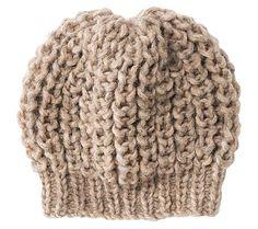 Schlicht und schön: Damit wir im Winter nicht frieren, stricken wir uns eine Mütze im Patentmuster mit Bündchen. Die hält richtig warm!
