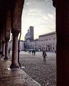 Buona serata Mantova   #Mantova #Mandoue #Lombardia #Lombardy #Italia #Italie #Italy #Citta #City #Old #Voyage #Travel #IgLombardia Louvre, Building, Photos, Travel, Instagram, Italy, Pictures, Buildings, Photographs