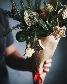 «Bouquet with cinnamon biscuits and Christmas mood Have you already started preparing for the holidays? Christmas Post, Merry Little Christmas, Merry Christmas And Happy New Year, Christmas Pictures, Winter Christmas, Woodland Christmas, Christmas Colors, Rustic Christmas, Decoration Christmas