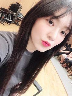 cultwoshow updated with red velvet Red Velvet Irene, Black Velvet, Seulgi, Mamamoo, Snsd, Red Velvet Photoshoot, Velvet Wallpaper, Red Valvet, Girl's Generation