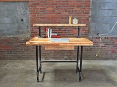 This beautifully crafted standing desk features reclaimed chemical-free pallets and black iron steel. The desktop, comprised of a variety of woods,