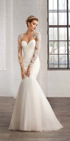 strapless mermaid wedding dress with lace sleeves / http://www.himisspuff.com/mermaid-wedding-dresses/10/