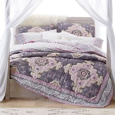 Romantic style meets oh-so-soft texture in this Bohemian Wonder Quilt Bundle. Featuring a boho-inspired quilt and a floral sheet set, both pieces are decorated with luxe metallic accents to add a hint of shimmer to your sleep space. Twin Xl Bedding, Bedding Sets, Boho Bedding, King Comforter, Loft, Modern Bedroom Design, Bedroom Designs, Pottery Barn Teen, Bed Sets