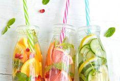 Domácí pomerančová limonáda s granátovým jablkem a mátou. Voss Bottle, Water Bottle, Yummy Food, Drinks, Drinking, Beverages, Delicious Food, Water Bottles, Drink