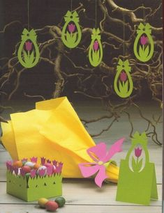 Cute Easter ideas from the paper! Kirigami chicken and rabbits for Easter ornaments and Easter cards. Book Crafts, Paper Crafts, Easy Crafts, Diy And Crafts, Spring Crafts For Kids, Deco Table, Pop Up Cards, Flower Crafts, Holidays And Events