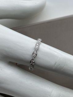 Jonc semi-éternité en or blanc et diamants Eternity Bands, Bracelets, Silver, Jewelry, Bangle Bracelet, White Gold, Jewerly, Jewlery, Schmuck