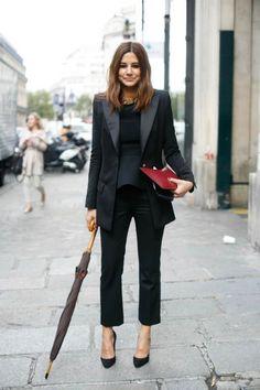 Christine Centenera at Paris Fashion Week. The umbrella! Looks Street Style, Looks Style, My Style, Paris Fashion, Winter Fashion, Christine Centenera, Corporate Chic, Fashion Beauty, Womens Fashion