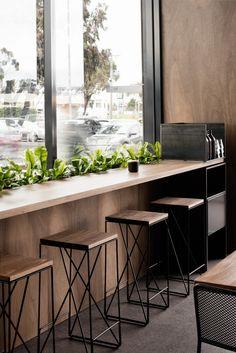 狹小桌子面對景色就不會有壓迫感