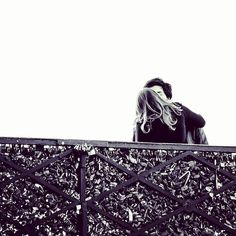 When there still were locks on le Pont des Arts #kiss #love #parismonamour #parisjetaime @weheart_paris @parismylove__ #instadaily  #amour #lovers #lover #couple #blackandwhite #bnw #loveislove #lovequotes #loveisintheair #freedom #peace #romance #romantic