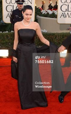 2002 The 59th Annual Golden Globe Awards - Arrivals