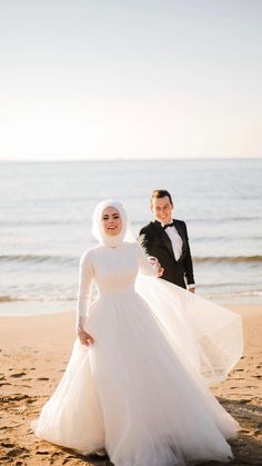Best Ideas For Wedding Couple Muslim Bride Groom Muslim Wedding Gown, Muslimah Wedding Dress, Muslim Wedding Dresses, Muslim Brides, Wedding Hijab, Dream Wedding Dresses, Designer Wedding Dresses, Wedding Gowns, Couples Musulmans