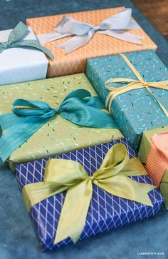 FREE printable...Summer Gift Wrap in Blue Palette...matches ice cream dogs tags...