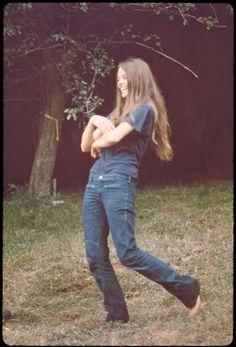 Girls-of-Woodstock,-1969-(9)