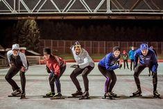 På Valle Hovin er det kunstis vinteren gjennom, noe som tiltrekker både gamle skøytestorheter og den yngre garde. Du finner mer informasjon om Valle Hovin på vårt sosiale nyhetsrom: nyhetsrom.bymiljoetaten.no/opplevoslo/valle-hovin Dette bildet er en del av Opplev Oslo-kampanjen som gir tips til steder og aktiviteter hvor du kan ha det morsomt og være aktiv.