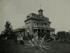 Keoua Hale, the palace of Princess Ruth Ke'elikolani, was larger than Iolani… Hawaiian Art, Vintage Hawaiian, Kings Hawaiian, Rare Photos, Old Photos, Vintage Photos, Rare Images, Hawaii Pictures, Beach Pictures