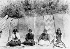Te Arawa Māori women weavers floor mats woven for Te Rauru meeting house, Rotorua, New Zealand Polynesian People, Maori People, West Papua, Maori Designs, Maori Art, The Beautiful Country, Weaving Patterns, Sculpture Art, Metal Sculptures