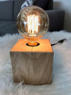 Edison lamp solid oak block / industrial lamp / steampunk lamp / retro light / bedside lamp / desk lamp / wood block - All For House İdeas Edison Lighting, Retro Lighting, Task Lighting, Rustic Lamps, Wood Lamps, Industrial Lamps, Bedside Lamp, Desk Lamp, Table Lamps