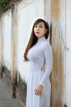 Beautiful girls with long dresses Ao Dai, Sexy Asian Girls, Sexy Hot Girls, Vietnam Girl, Vietnamese Dress, Beautiful Asian Women, Traditional Dresses, Asian Woman, Asian Beauty