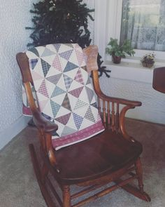 You look like you could use a seat paired with a quilt and a rocking motion; go ahead and take a nap... #sleepytuesday #feelingfestive #rockingchair #bedandbreakfastlife #lodging #westviewbb #lnk https://www.instagram.com/p/BNr0gaCDnML/ via http://www.westviewbb.com