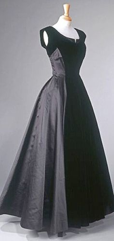 Evening Gown worn by Princess Elizabeth    Norman Hartnell, late 1940s