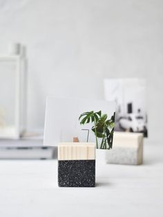 DIY Geometric Wooden Picture Holders wooden cubes spray paint + tape small pegs very strong hardware glue Diy And Crafts Sewing, Crafts For Girls, Crafts To Sell, Diy Crafts, Picture Holders, Photo Holders, Place Card Holders, Diy Wood Projects, Wood Crafts