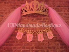 THIS LISTING IS JUST FOR THE BANNER Decorate your backdrop with this beautiful glitter princess banner. The glitter crowns and letters will catch the light and beautifully complete any princess themed party. Banner features a white scalloped flag layered Princess Theme Party, Baby Shower Princess, Princess Birthday, Girl Birthday, Pink Gold Party, Pink And Gold, Accessoires Photo, Party Fiesta, Royal Party