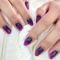 Shellac gel in 'Asphalt' and Lecente glitter in 'Burst' from the Fireworks collection by @qotc_beauty