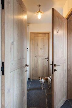 Verso 2 – Interior Ideas - Lilly is Love Rustic Doors, Wood Doors, Solid Oak Doors, Front Door Design, Interior And Exterior, Interior Ideas, Home Trends, Stone Houses, Windows And Doors