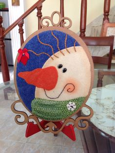 Clara Pincay's media content and analytics Christmas Signs, Christmas Crafts, Christmas Fabric, Wool Applique, Fabric Decor, Snowman, Decorative Plates, Kids Rugs, Embroidery