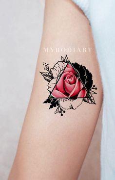 Unique Pink Rose Arm Tattoo Ideas for Women - Realistic Black Geometric Triangle Outline Watercolor Floral Flower Bicep Tat - ideas únicas del tatuaje del brazo de la rosa del rosa de la acuarela para las mujeres - www.MyBodiArt.com #tattoos