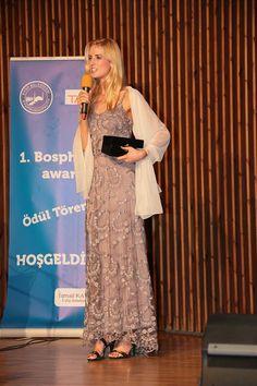 Wilme Elles,Beste Gürel tasarım elbisesi ile 1.Bosphorous Awards töreninde...