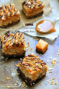 Samoa Oatmeal Cookie Bars - These irresistibly soft and chewy oatmeal cookie bars combine the beloved caramel, chocolate and coconut flavors of the delicious and popular Samoas Girl Scout cookies. Cookie Desserts, Just Desserts, Cookie Recipes, Delicious Desserts, Dessert Recipes, Soft Oatmeal Cookies, Yummy Treats, Sweet Treats, How Sweet Eats