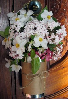 May Day Basket: Decorate an old tin can. Fill it with flowers and leave it on a neighbor's door. Easter Crafts, Crafts For Kids, Diy Crafts, May Day Baskets, Paper Grocery Bags, Green Craft, Happy May, May Days, Spring Projects