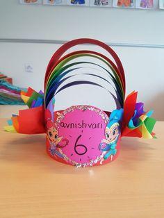 Birthday Crowns, School, Tableware, Diy, Crafts For Kids, Birthday Wreaths, Dinnerware, Bricolage, Tablewares