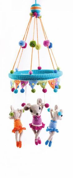 Child Knitting Patterns The trapeze trio as a kids's cellular - free crochet sample Baby Knitting Patterns Supply : Das Trapez-Trio als Kinder-Mobile - kostenlose Häkelanleitung. Crochet Baby Toys, Crochet For Kids, Crochet Dolls, Free Crochet, Mobiles En Crochet, Crochet Mobile, Baby Knitting Patterns, Amigurumi Patterns, Crochet Patterns