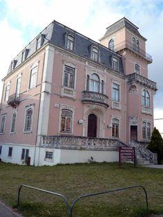 Casa dos Pires de Lima que enriqueceram no Brasil, hoje Faculdade de Economia; Coimbra