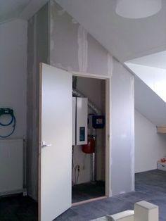 Voorbeeld voor ombouw en wegwerken van een cv ketel op zolder, een vaste kast met deur. #kast #kasten